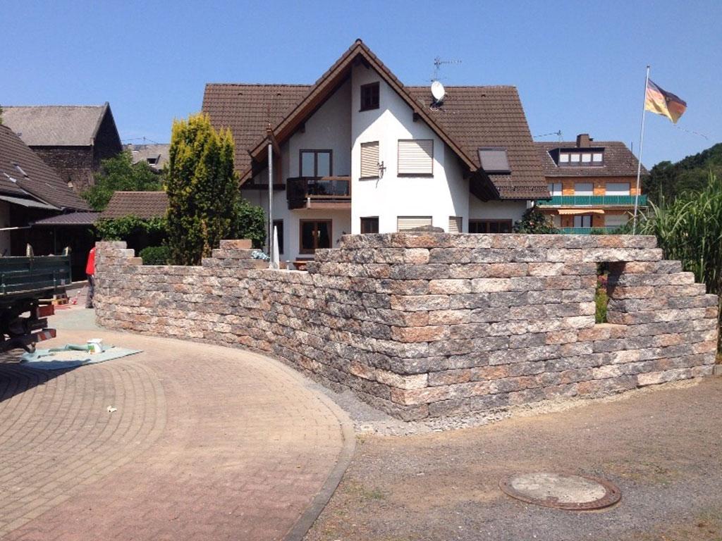 Gartenmauer der Firma Illgen